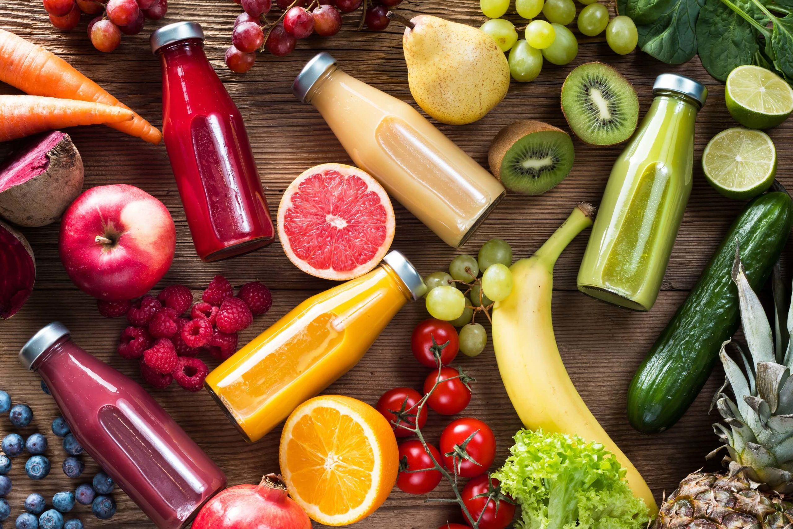 Smoothies mit Obst und Gemüse